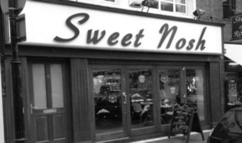 sweet-nosh-outside